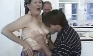 妈妈的奶视频付强迫口的荡妇