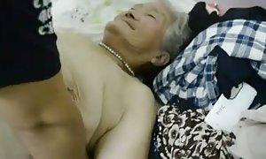 裸体的前女友视频他妈的害羞